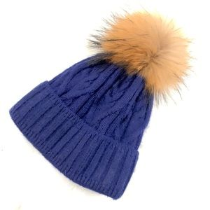 Accessories - Cable knit hat with real fox 🦊 fur pom